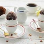 Шоколадные кексы в яичной скорлупе