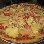 Пицца на сковороде за 10 минут (с колбасой)