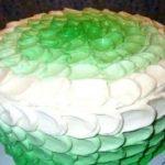 Кремовые лепестки — простое украшение для торта