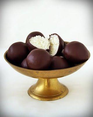 домашние конфеты рецепт, домашние шоколадные конфеты рецепт, как приготовить шоколадные конфеты самостоятельно, как приготовить шоколадные конфеты дома рецепт, приготовление домашние конфет рецепт с фото, из чего приготовить домашние конфеты, с чем приготовить домашние конфеты, ингредиенты для приготовления конфет, домашние конфеты своими руками, дизайнерские конфеты, лакомства своими руками, лакомства для детей в домашних условиях, конфеты в домашних условиях, вкусные конфеты рецепт, Домашние конфеты «Bounty», домашние конфеты с начинкой, шоколадные конфеты с начинкой рецепт, Кокосовые яйца с клубникой, Конфеты «Кокосовый рай» в белом шоколаде с желейной начинкой, Конфеты «Сухофрукты в шоколаде», Конфеты «Чернослив в шоколаде» с изюмом и курагой, Конфеты шоколадные с кешью и халвой, Чернослив в шоколаде, Шарики Баунти, Шоколадно-клубничные сердечки, Шоколадные конфеты с кремовой начинкой, Шоколадные конфеты с нутеллой, Конфеты — тематическая подборка рецептов и идейhttp://parafraz.space/, http://deti.parafraz.space/, http://eda.parafraz.space/, http://handmade.parafraz.space/, http://prazdnichnymir.ru/, http://psy.parafraz.space/