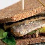 Сандвичи с фаршем из сардин и сыра