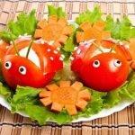Закуска «Божьи коровки» из помидоров с крабовыми палочками