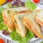 Сандвичи закусочные с сыром и колбасой