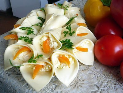 """каллы, цветы, закуска """"Каллы"""", салат """"Каллы"""", """"Каллы"""" из сыра, закуска из сыра, закуска праздничная, 8 марта, украшение салатов, украшение из сыра, цветы из сыра, праздничный стол, рецепты на 8 марта, как сделать каллы из сыра, как сделать закуску каллы, приготовление цветов из сыра, сырные закуски, рецепты закусок """"Каллы"""", закуски на 8 марта, закуски в виде цветов, закуски на Новый год, закуски на День рождения, блюда на 8 марта, """"каллы"""" рецепт с фото, идеи приготовления закусок, рецепт с фото,"""