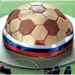 Торт «Футбольный мяч» с персиками и марципаном