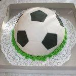 Торт «Футбольный мяч» с вишней