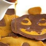 «Джек-фонарь» — тыквенно-шоколадные оладьи на Хэллоуин
