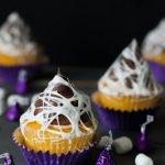 Кексы в паутине на Хэллоуин
