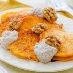 Тыквенные оладьи с ореховым соусом