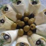 Закуска «Каллы» с сыром, ананасами и орехами