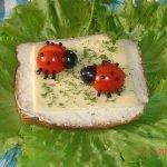 Бутерброды «Божьи коровки» с твердым сыром