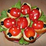 Бутерброды «Божья коровка» с мягким сыром