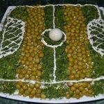 Салат «Футбол» с копченой колбасой