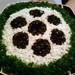 Салат «Футбол» с соленой семгой