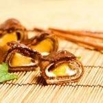Шоколадные блинные роллы с персиками