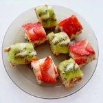 Блинные роллы с творогом и фруктами