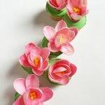 Цветки магнолии из розового шоколада для украшения тортов