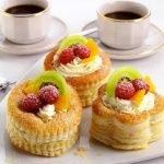 Волованы десертные со свежими ягодами и фруктами