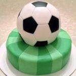 Торт «Футбольный мяч» из мастики с черносливом и грецкими орехами