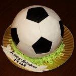 Торт «Футбольный мяч» с орехами, персиками, безе и творожным кремом