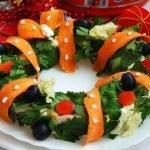 Салат новогодний «Венок желаний » с куриной грудкой