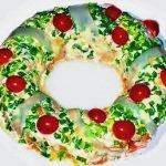 Салат «Рождественский венок» с тунцом