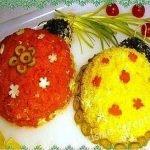 Салат новогодний «Разноцветные шары» с печенью трески