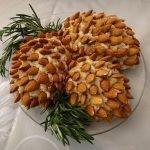 """Салат новогодний """"Сосновая шишка"""" с копченой рыбой и миндалем"""