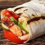 Шаурма с курицей, овощами и сыром (пошагово)