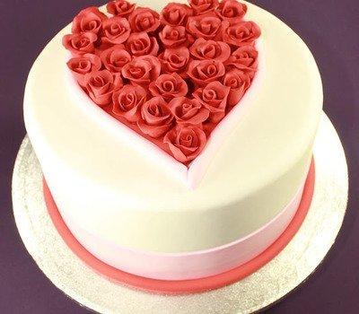 """торты, торты """"Сердце"""", торты на День влюбленных, любовь, сердце, День Влюбленных, День святого Валентина, 14 февраля, торты праздничные, оформление тортов, блюда """"Сердце"""", декор тортов, сладости, десерты, рецепты, идеи оформления, советы кулинарные, стол праздничный, стол на день Влюбленных, торты романтические, ужин романтический, блюда романтические, любовь на тарелке рецепты кулинарные, кулинария, украшение тортов, торты своими руками, коллекция кулинарных рецептов, советы кулинарные, еда, праздники, стол праздничный, стол на день Влюбленных, торты романтические, ужин романтический, блюда романтические, праздники зимние, Пирог слоеный «Сердце» с клубникой, Пирожное «Розовре сердце» кокосово-клубничное, Лебеди из зефира для украшения торта (МК), Легкие Валентинки с малиновым муссом, Торт-сюрприз «I Love you», Торт «Абрикосовое сердце» с маскарпоне, Торт «Валентинка» с глазурью и желе, Торт «Люблю тебя» с засахаренными розами и пралине, Торт «Лебединое озеро» с лимонным кремом, Торт «Поцелуй» с шоколадной аппликацией, Торт «Сердечко» с эклерами и вишней, Торт «Сердце для любимой» с меренгами и вареньем Торт 'Сердце' с ананасами, клубникой и киви Торт «Сердце» с клубничным джемом, кремом и вишней, Торт «Сердце» с кремом из нутеллы, Торт слоеный «Услада сердца» с творожным кремом, Торт «Услада моего сердца» с шоколадной помадкой, Торт «Шоколадное сердце», Торт «Шоколадное сердце» со сметанным кремом, Торт шоколадный «Сердце» с двойным муссом, Украшение торта кремовыми сердечками (МК), Украшение торта круглыми конфетами (МК),"""