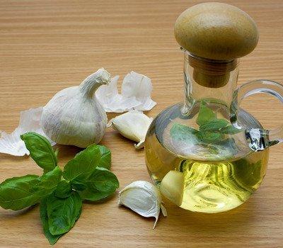 Ароматные растительные масла: как приготовить травяные масла самостоятельно, Примеры масел с травами, которые вы можете сделать сами, Как приготовить травяное масло, На чем настаивать растительное масло, Ароматные растительные масла готовим сами, Ароматное оливковое масло, Лимонное оливковое масло Al limone, Мятное оливковое масло Alla menta, Мятное оливковое масло Alla menta,Оливковое масло с травами Alle erbe, Пикантное оливковое масло Alle spezie, Чесночное оливковое масло All'aglio, Примеры масел с травами, которые вы можете сделать сами, Как приготовить травяное масло, На чем настаивать растительное масло, Как хранить растительное масло, Ароматные растительные масла готовим сами, Уксусы на травах Как их приготовить и где использовать?,