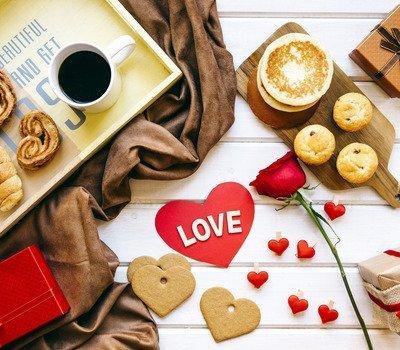 """что приготовить на день Влюбленных, блюда в виде сердца на день влюбленных, лучшие рецепты на день влюбленных, блюдо для любимого, блюдо для любимой, 14 февраля, День Влюбленных, День Святого Валентина, рецепты на Жень Влюбленных, советы на День Влюбленных, валентинки съедобные, валентинки, сердце, любовь, кулинария, блюда в виде сердца, блюда на День Влюбленных, ужин романтический, романтика, блюда """"Сердце"""", сердечки, рецепты кулинарные, советы кулинарные, Розы-безе с клубничным ганашем Вишневый винный мармелад, Клубничный зефир по-домашнемуШоколадно-клубничные сердечки"""