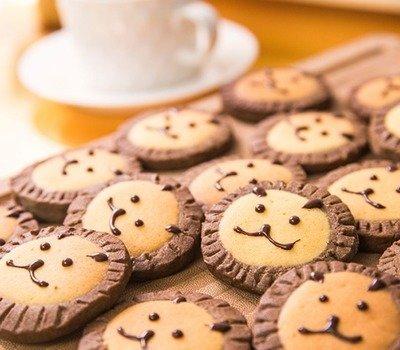 домашнее печенье рецепт, печенье рецепт, вкусное печенье рецепт, как испечь домашнее печенье, из чего испечь печенье, как приготовить печенье, овсяное печенье, быстрое печенье, сахарное печенье, печенье без выпечки, слоеное печенье, песочное печенье, рецепты печенья, рецепты праздничного печенья, печенье к чаю, выпечка к чаю, выпечка праздничная, выпечка новогодняя, диетическое печенье как приготовить, печенье без сахара, выпечка диетическая, выпечка чайная, шоколадное печенье, ореховое печенье, изысканное печенье, оригинальное печенье, печенье, печенье домашнее, рецепты печенья, рецепты кулинарные, печенье сдобное, печенье песочное, печенье творожное, печенье овсяное, печенье с начинкой, печенье праздничное, выпечка, выпечка праздничная, коллекция рецептов, кулинария, еда, оформление печенья, печенье тематическое, изделия из муки, http://prazdnichnymir.ru/Печенье - простые и быстрые рецепты, http://prazdnichnymir.ru/, вкусное печенье рецепты с фото «Атака пауков» — имбирное печенье с шоколадом, Банановое печенье из трех ингредиентов, Быстрое шоколадно-овсяное печенье без выпечки, Диетическое овсяное печенье на кефире, Диетическое овсяное печенье с яблоками и изюмом, «Заснеженные ёлочки» — песочное печенье, Каннибал-печенье «Глаз» из воздушного риса, Мягкое апельсиновое печенье, «Новогоднее» — имбирное печенье, «Новогодние звезды» — сметанно-медовое печенье, «Новогодние снежинки» — шоколадное печенье, «Ноги гоблина» — печенье без выпечки, Овсяное печенье на кефире с фруктами, «Пальцы гоблина» — печенье на Хэллоуин, Пасхальное печенье «Цыплята», Печенье «Арбузные ломтики», Печенье из кокосовых хлопьев, Печенье на майонезе, Печенье на Хэллоуин Chocolate Chip, Печенье «Орехово-карамельное блаженство», Печенье «Пасхальные зайчики», Печенье «Розочки» с прослойкой из безе, Печенье «Творожные розочки», Простое печенье на рассоле, «Пряное» — новогоднее печенье с шоколадной помадкой, Сахарное печенье, «Сахарные тыквы» — печенье с глазурью, «Скелетики» — шоколадное печенье, Ч